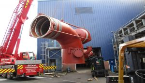 MOVING NEW BELLOWS INTO POSITION FOR ENTERING THE TURBINE HALL